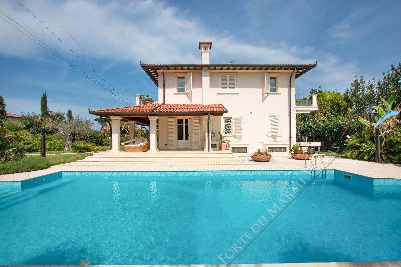 Villa Gucci detached villa to rent and for sale Forte dei Marmi