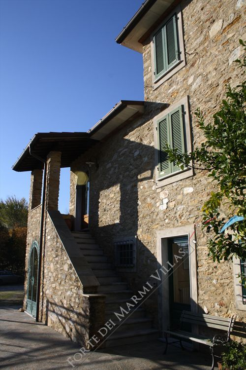 Villa Ciclamino  detached villa to rent and for sale Pietrasanta