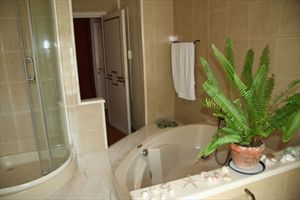 Villa Byron    : Bathroom with shower
