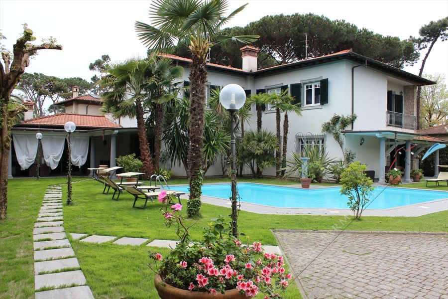 Villa  Marinella detached villa to rent and for sale Forte dei Marmi