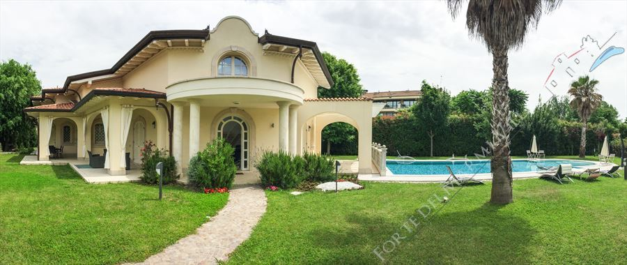 Villa Afrodite detached villa to rent and for sale Forte dei Marmi