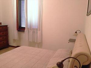 Villa Giada : спальня с двуспальной кроватью