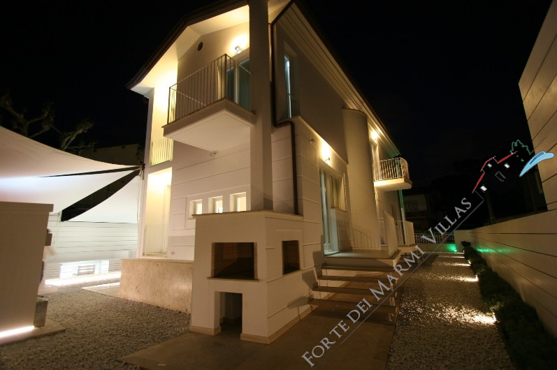 Illuminazione Esterna Villa Moderna : Villa cristallo lido detached villa for sale in lido di camaiore