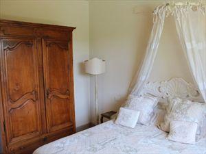 Villa dei Fiori : спальня с двуспальной кроватью