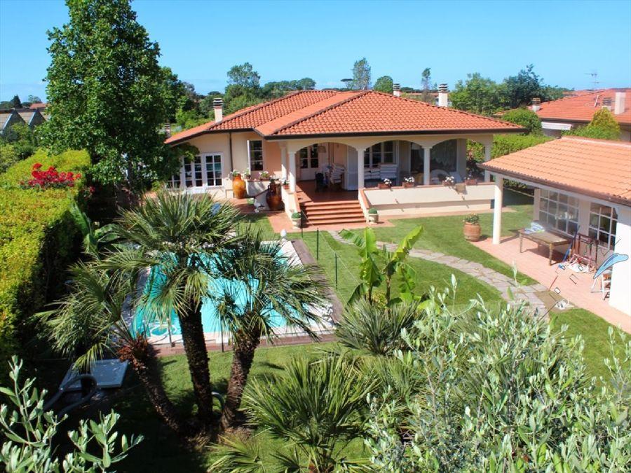Villa dei Fiori : Вид снаружи