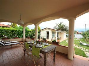 Villa dei Fiori : домик для гостей