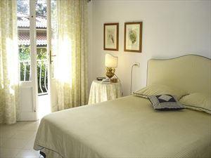 Villa La Riva : Camera matrimoniale