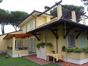 Villa Verona    : Outside view