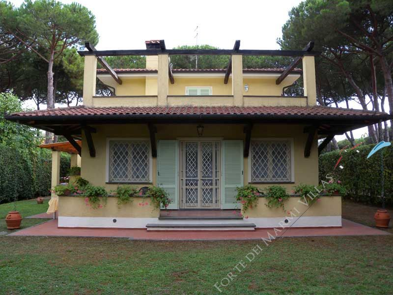 Villa Verona    detached villa to rent and for sale Forte dei Marmi