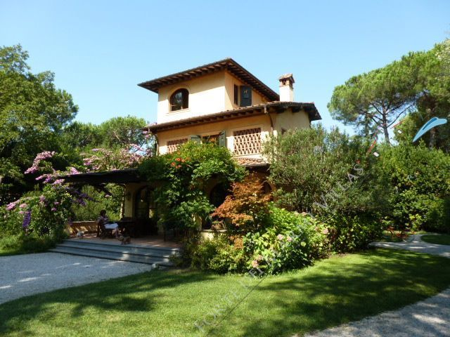 Villa Relax  detached villa to rent and for sale Forte dei Marmi