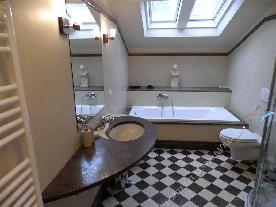 Villa Cavallini : Bathroom with tube