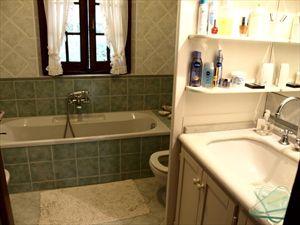 Villa dei Tigli  : Ванная комната с ванной