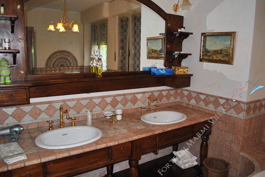 Villa Pineta : Bathroom with shower