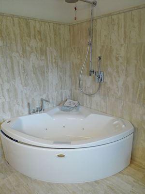Villa Maestosa : Bagno con vasca