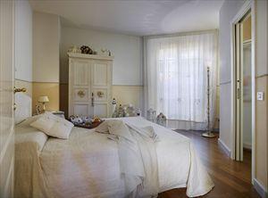 Villa  Costes con dependance  : хозяйская спальня