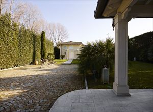 Villa  Costes : Outside view