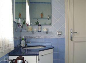 Villa Angela : Bathroom with tube
