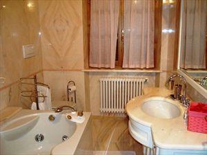 Villa Arianna : Bagno con vasca