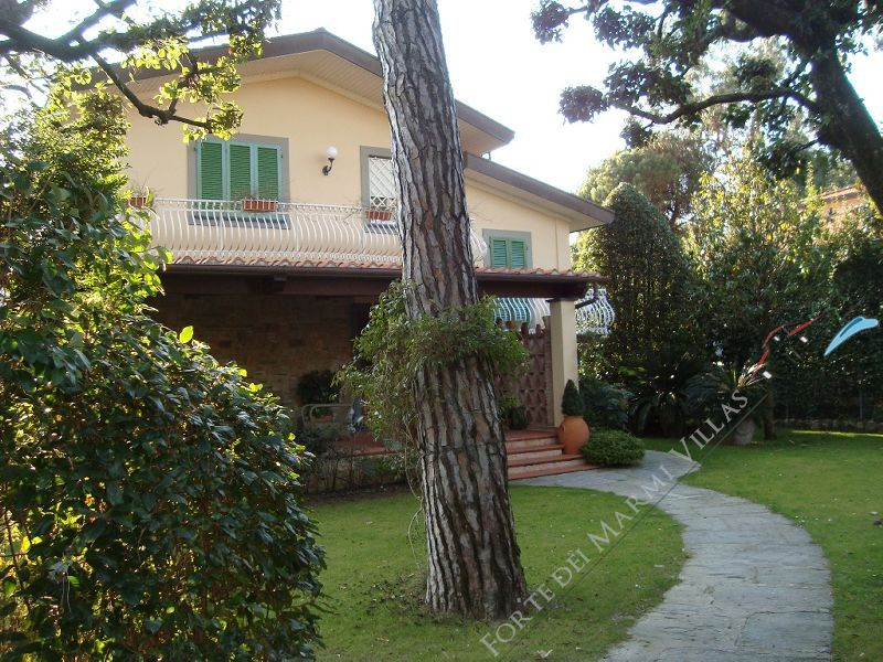 Villa dell Arte Detached villa  to rent  Forte dei Marmi