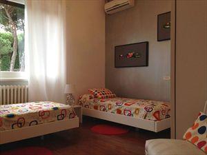 Villa Afina   : спальня с двумя кроватями