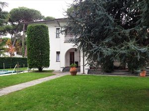 Villa Afina   : Outside view