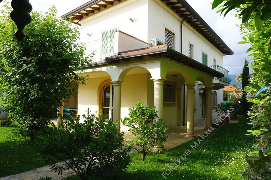 Villa Alba detached villa to rent and for sale Forte dei Marmi