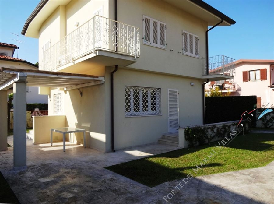 Villa Alberta detached villa to rent and for sale Forte dei Marmi