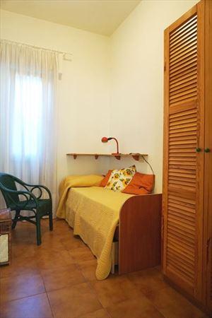Villa Amelia : спальня с односпальной кроватью