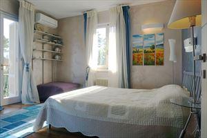 Villa Anastasia : спальня с двуспальной кроватью