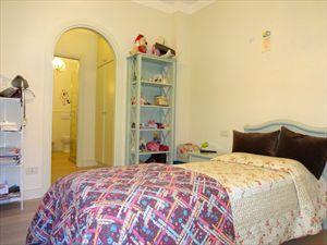 Villa Angelina : спальня с односпальной кроватью