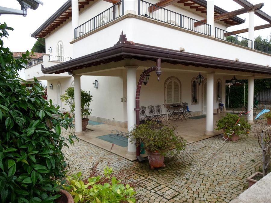 Villa Angelina detached villa to rent and for sale Forte dei Marmi