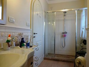 Villa Angelina : Bathroom with shower
