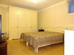 Villa Angelina : спальня с двуспальной кроватью