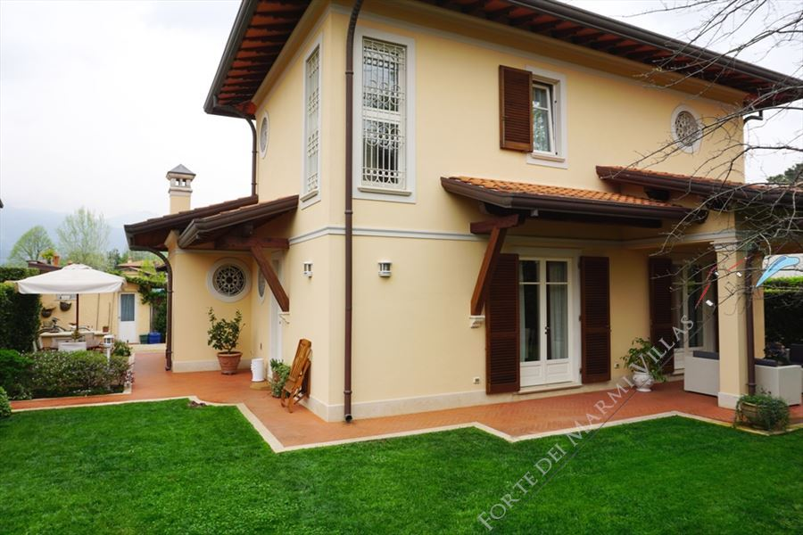 Villa Annetta detached villa to rent Forte dei Marmi
