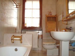 Villa Annita : Bathroom with tube