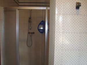 Villa Annita : Bathroom with shower