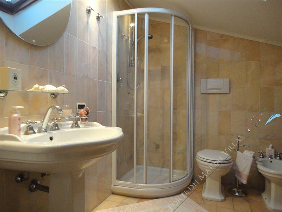 Villa Azalea : Bagno con doccia