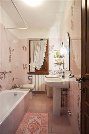 Villa Bella Donna Sud  : Bathroom with tube