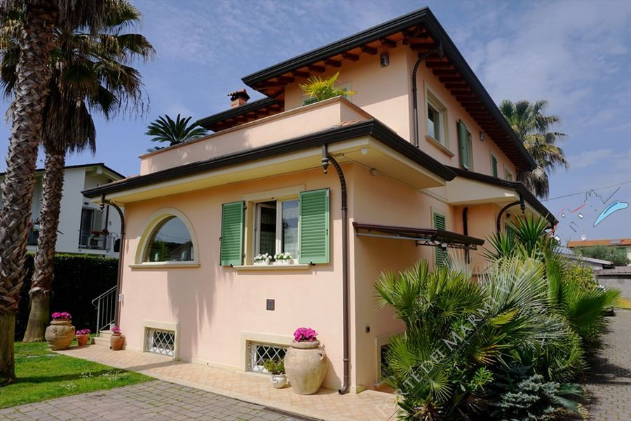 Villa Benedetta detached villa to rent Forte dei Marmi