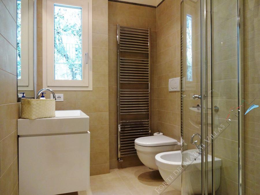 Villa Cactus : Bathroom with shower