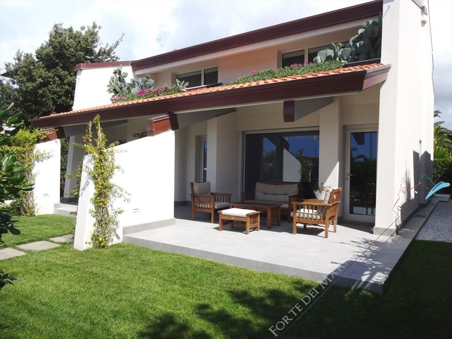 Villa Cactus - Detached villa To Rent Forte dei Marmi