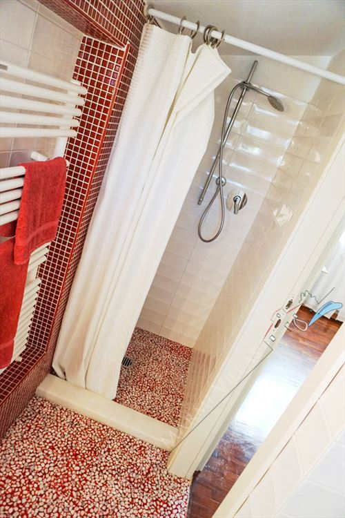 Villetta Camelia : Bathroom with shower