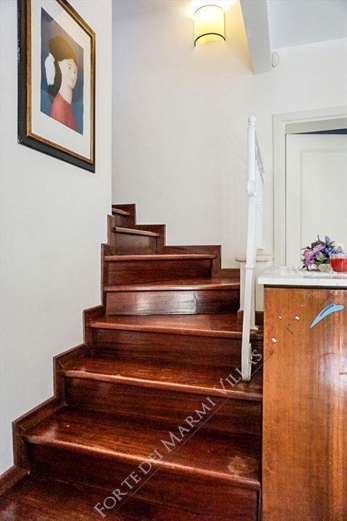 Villetta Camelia : Wooden stairs