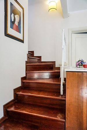 Villetta Camelia : Wooden stairs