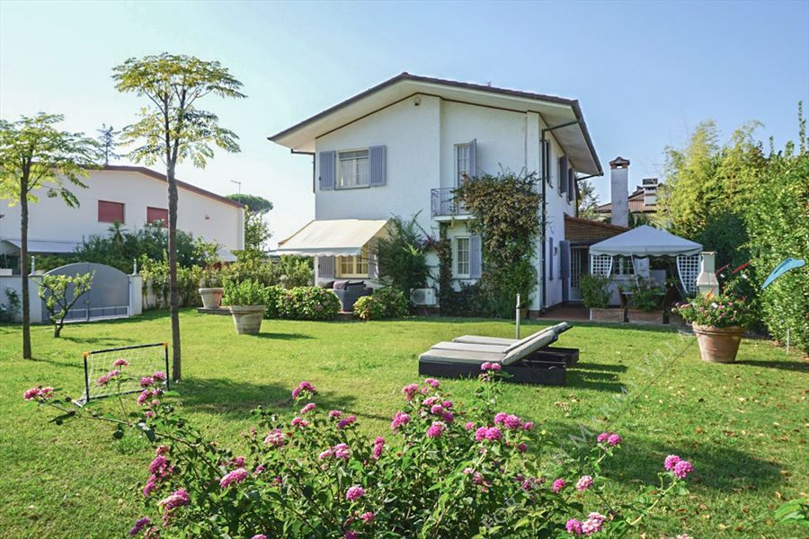 Villa Camilla   detached villa to rent Forte dei Marmi