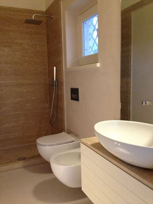 Villa Vivaldi : Bathroom with shower