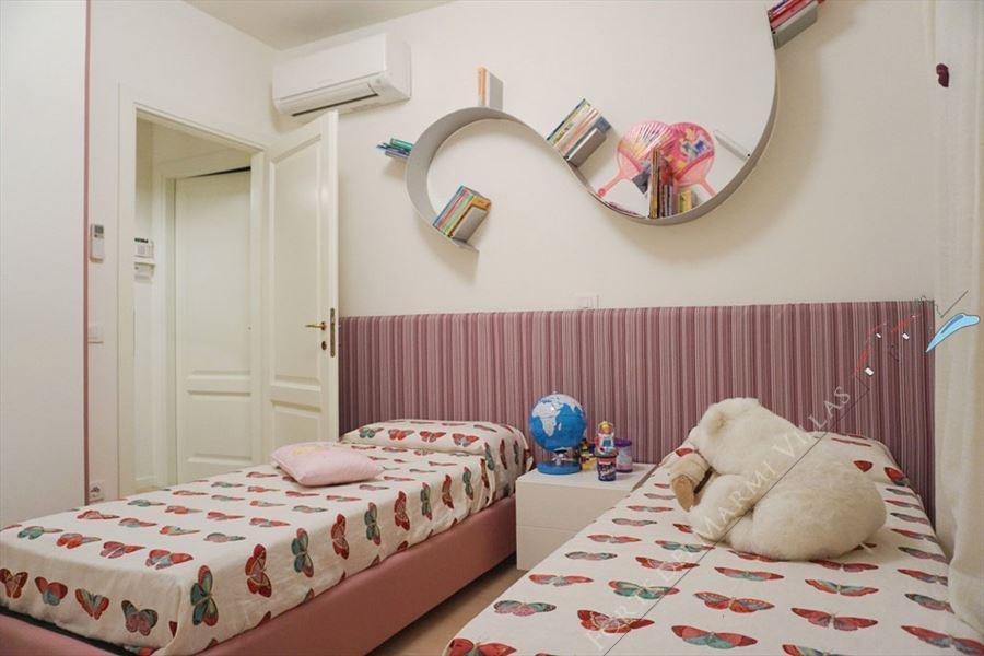 Villa Carolina : спальня с двумя кроватями