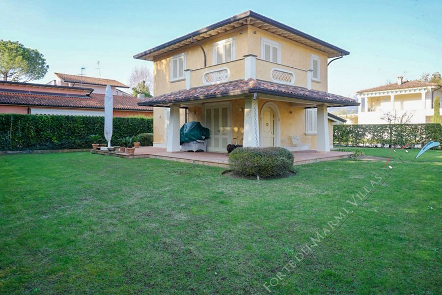 Villa Carolina Detached villa  to rent  Marina di Pietrasanta