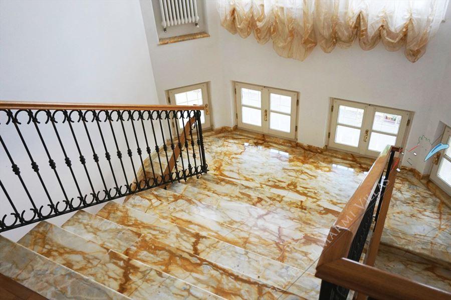 Villa Carrara : Marble stairs