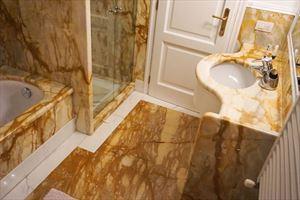 Villa Carrara : Bathroom with shower